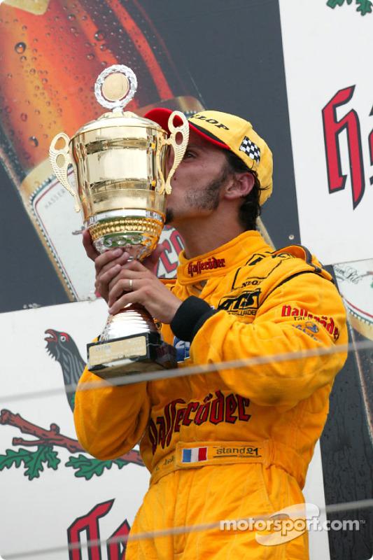Podium : le vainqueur Laurent Aiello