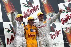 Podium : le vainqueur Laurent Aiello, Christijan Albers et Bernd Schneider