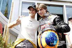 Timo Scheider, OPC Team Phoenix, Opel Astra V8 Coupé 2003 mit dem Schauspieler Frank Ruttloff