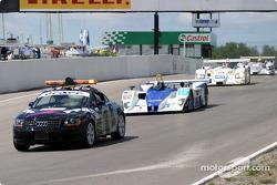 Pace lap: #16 Dyson Racing Team Lola EX257/AER MG: James Weaver, Butch Leitzinger