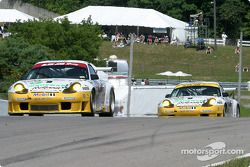 #24 Alex Job Racing Porsche 911 GT3 RS: Timo Bernhard, Jorg Bergmeister, et #23 Alex Job Racing Pors