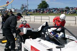 Pitstop for #18 Essex Racing Lola B2K/40 Nissan: Melanie Paterson, Jason Workman