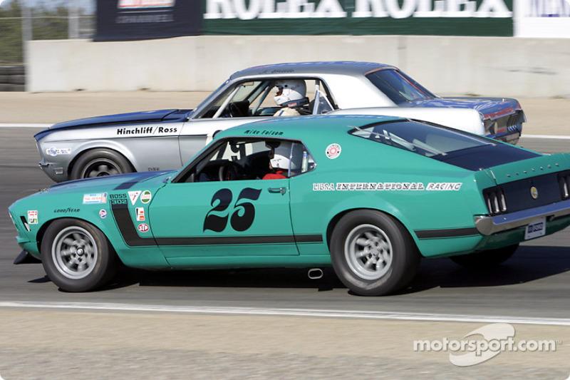 La #25 Boss 302 Mustang de 1970 parvient à freiner plus tard que la #29