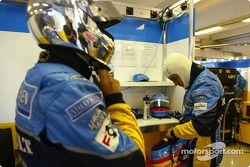 Jarno Trulli et Fernando Alonso se préparent
