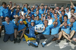 Fernando Alonso, Flavio Briatore and Renault F1 team members celebrate