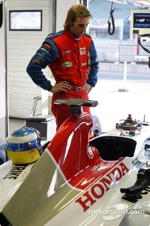 Bjorn Wirdheim moule son baquet chez BAR pour préparer les essais à Monza
