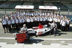 Jacques Villeneuve, Jenson Button and BAR-Honda team members celebrate Honda's 250th Grand Prix