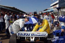 Les mécaniciens Williams-BMW sur la grille de départ