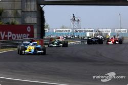 Start: Fernando Alonso leads the field