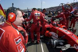 Jean Todt et Michael Schumacher sur la grille de départ