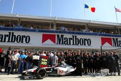 Giancarlo Minardi, Paul Stoddart, ex pilotos y miembros del equipo Minardi celebran 300 GP del equip