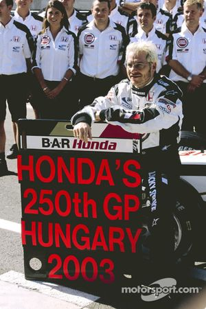 Jacques Villeneuve and BAR-Honda team members celebrate Honda's 250th Grand Prix
