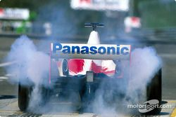 Olivier Panis smokes the tires