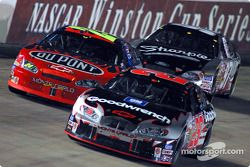 Kevin Harvick leads Jeff Gordon and Kurt Busch