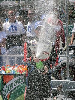 Kasey Kahne avec le champagne