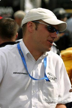 Un membre de l'équipe Rockesports Racing