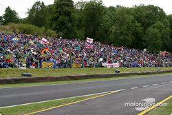 Une foule record de 37 000 personnes à Cadwell Park