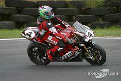 Byrne remporte la première course et s'assure le championnat BSB 2003