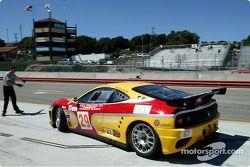 La #29 JMB Racing USA/Team Ferrari Ferrari 360 Modena de Stephen Earle et Mark Neuhaus quitte son em