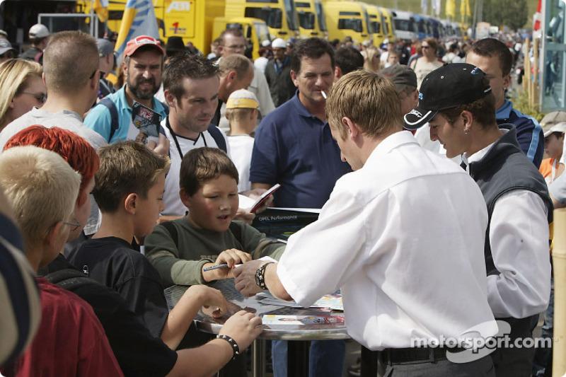 Peter Dumbreck signs autographs
