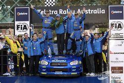 Podium : Petter Solberg et son co-pilote Phil Mills, vainqueurs