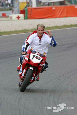Neil Hodgson, vainqueur de la deuxième course et champion 2003 de WSB