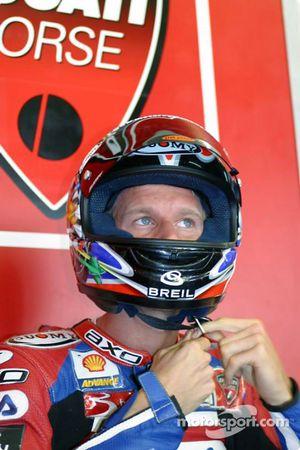 Neil Hodgson se prépare pour la première course, et possiblement, pour son premier titre mondial
