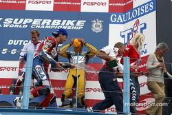 Podium: champagne for Neil Hodgson, Ruben Xaus, Gregorio Lavilla