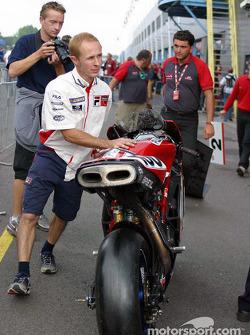 Ducati mechanic Skip takes Neil's bike to Parc Ferme