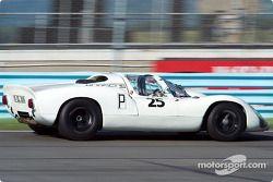 La #25 Porsche 910 de 1967, détenue par Michael Malone