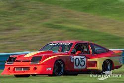 La #05 Chevrolet Monza de 1975, détenue par Garry Lefever