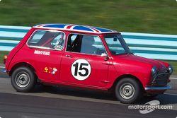La #15 Ausin Cooper-S de 1964, détenue par Andy Russell