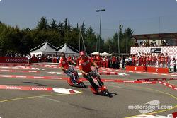 Vodafone scooter copa: Michael Schumacher y Rubens Barrichello