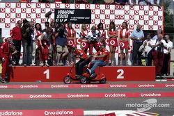 Vodafone scooter podio: Michael Schumacher y Rubens Barrichello