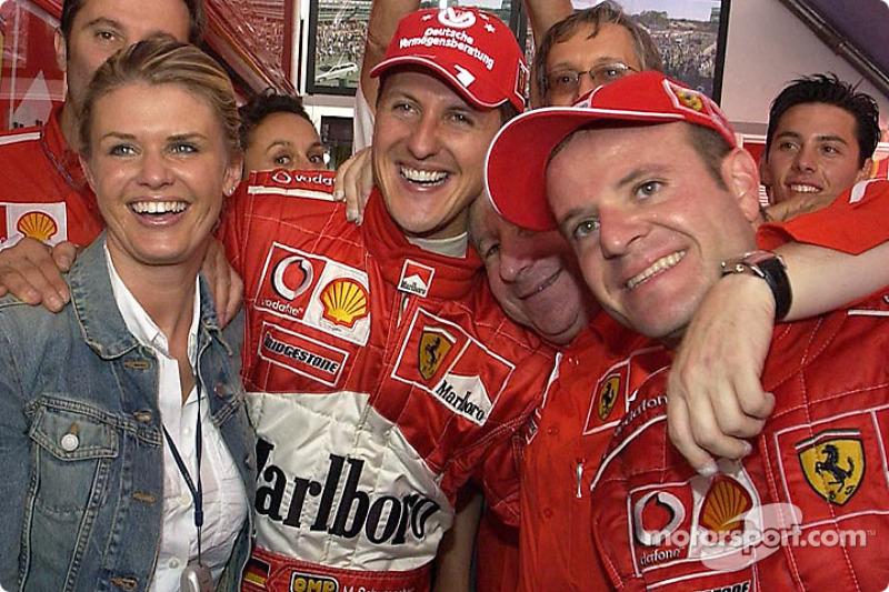 Yarış galibi Michael Schumacher celebrate ve eşi Corinna, Jean Todt ve Rubens Barrichello