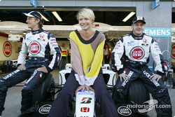Supermodelo Jodie Kidd con Jenson Button y Jacques Villeneuve