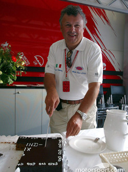 Le photographe F1 vétéran Ercole Colombo célèbre son 500e Grand Prix dans le motorhome Toyota