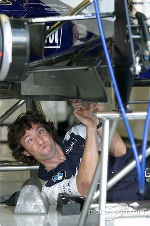 Williams-BMW takım elemanı works hard