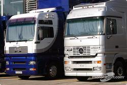 Les camions Williams et McLaren