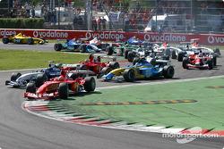 Primera chicane: Michael Schumacher conduce a Juan Pablo Montoya