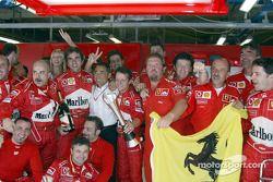 La Scuderia Ferrari célèbre la victoire
