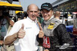 Volker Strycek en Timo Scheider vieren pole position