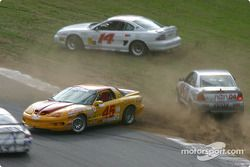 La #45 Michael Baughman Racing Firebird de Mike Yeakle et Bob Ward a des ennuis