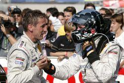 Sieger Christijan Albers, Team HWA, AMG-Mercedes CLK-DTM 2003 bekommt Glückwünsche von Bernd Schneid
