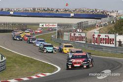 Start: Timo Scheider, OPC Team Phoenix, Opel Astra V8 Coupé 2003 führt