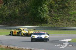La #70 SpeedSource Ford Multimatic de Sylvain Tremblay, Selby Wellman et Paul Mears Jr part en tête-à-queue