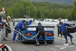 Arrêt au stand pour la #48 Heritage Motorsports Mustang de Tommy Riggins, David Machavern et João Ba