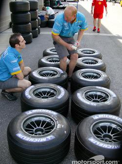 Сотрудники команды Renault F1 team