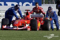 Michael Schumacher pousse sa Ferrari