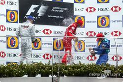 Podio: ganador de la carrera Michael Schumacher, segundo lugar Kimi Raikkonen y tercer lugar Heinz-